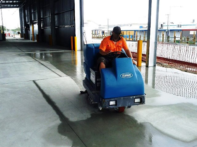 floor cleaning professionals cleaning industrial warehouse in Brisbane